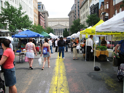 Penn Quarter farmer's market, the scene