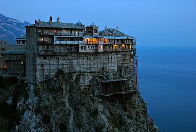 http://2.bp.blogspot.com/_HpTuaZCnyGk/ST3uH1hH5CI/AAAAAAAAA1g/T69tq5FHwi0/s400/Clifftop+Monasteries+of+Meteora,+Greece+3.jpg