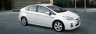 White mk3 Toyota Prius