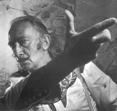 Salvador Dalí (1904-1989), pintor y escultor español. ''Empleo las palabras que me has enseñado. Si no significan nada, enséñame otras. O deja que me calle''.