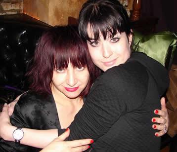 Nicole junto a Lydia Lunch