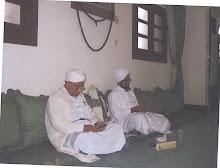Bersama Habib Umar bin Hafiz (kanan)