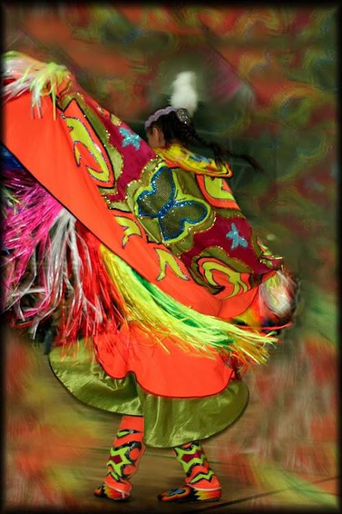 współczesny strój do tańca motyla ( fancy shawl ) Ameryka Północna