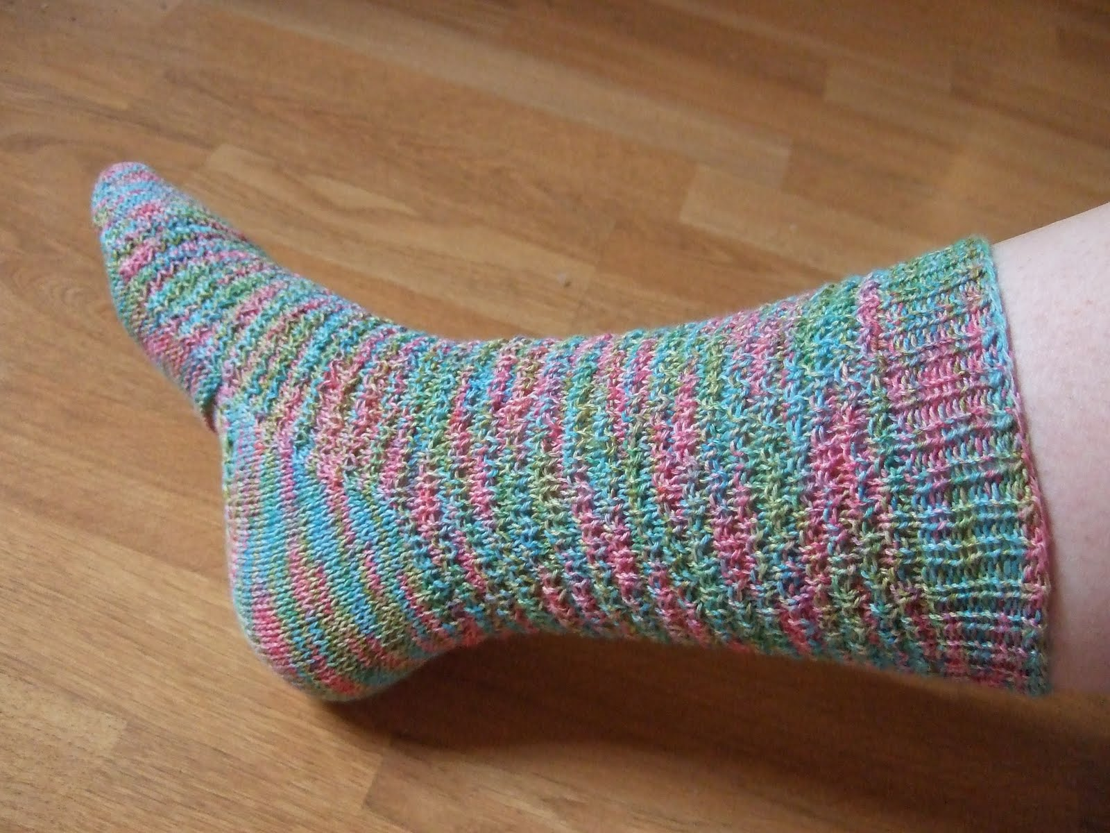 Easy Sock Knitting Pattern : Easy Knitting Pattern For Socks