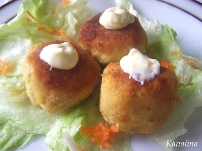 Croquetas de pollo con mayonesa de ajo