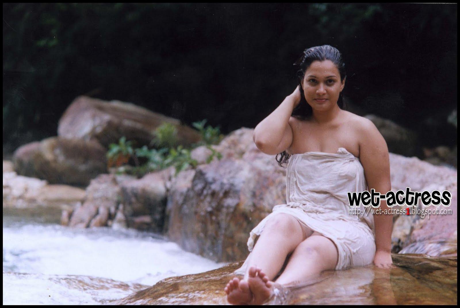 Hot Maria Mallu Actress