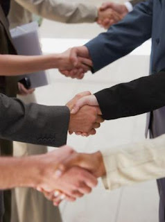 http://2.bp.blogspot.com/_Hz4HvE4Fclw/SjtQT1ThEDI/AAAAAAAAADI/-1gPBDDNCtk/s320/shaking-hands-customer.jpg