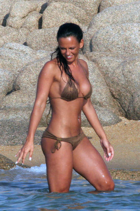 Continuing International Soccer Stars and their Bikini-clad Ladies Week on ...