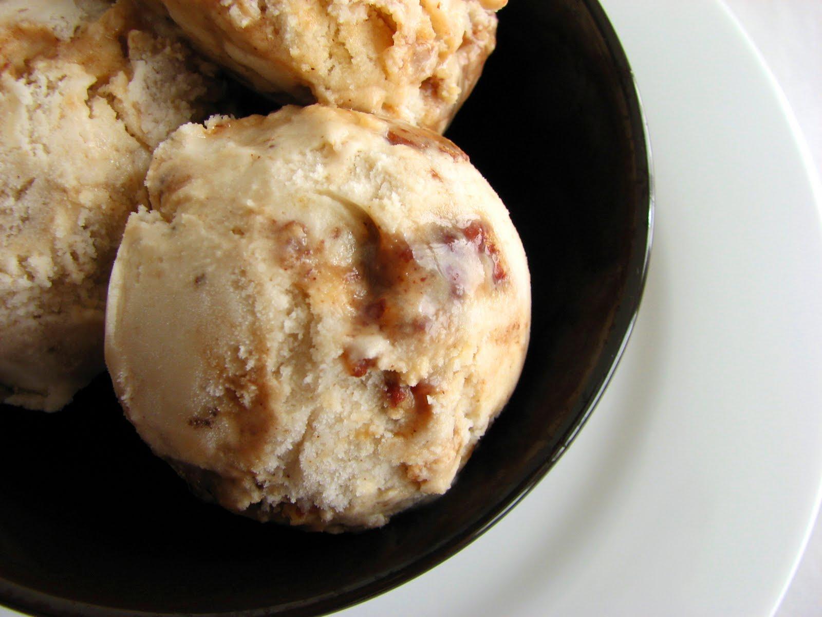 :pastry studio: Banana Caramel Pecan Ice Cream