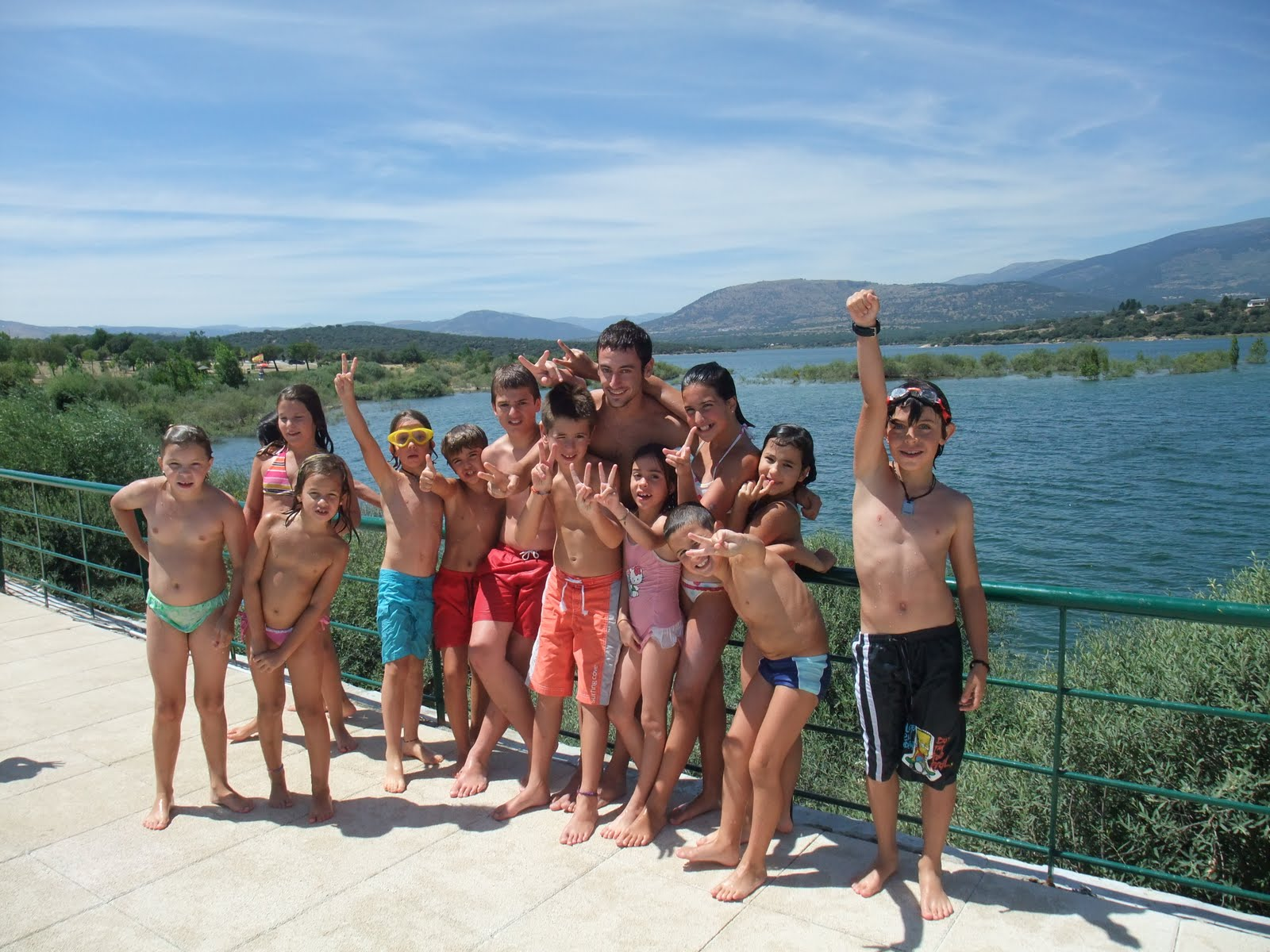 Frica piscinas de riosequillo for Piscina natural de riosequillo