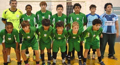 Esporte em Cachoeirinha  Garotada define campeões do futsal em ... 4d36ef655c279