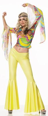 Siendo una fuerte influencia de contracultura de los años 60, la cultura hippie trajo consigo una actitud \u0026quot;vale todo\u0026quot; en la moda juvenil.