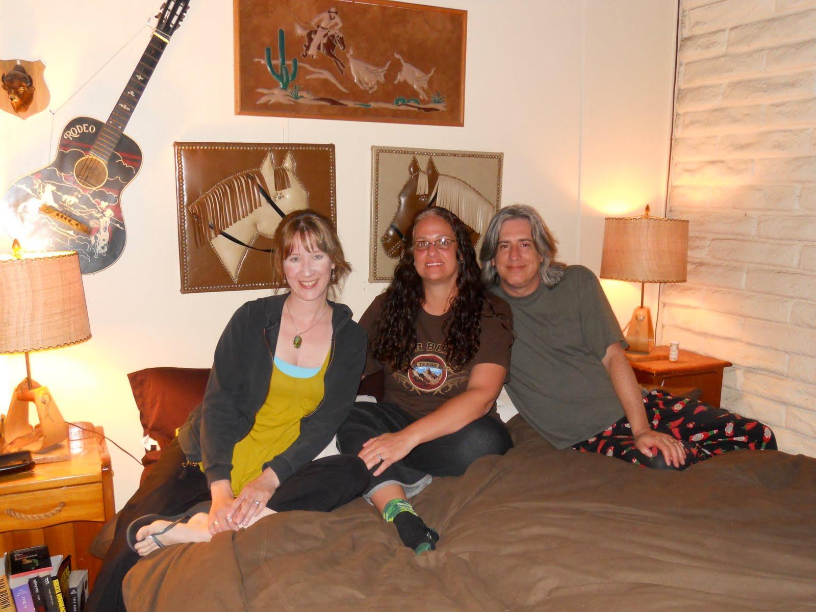 http://2.bp.blogspot.com/_I-S-z8KMbCI/S_xAY0jQfNI/AAAAAAAAFGQ/Ax-EH6BNgjk/s1600/Lori+Connely,+Cheryl+and+Al.JPG