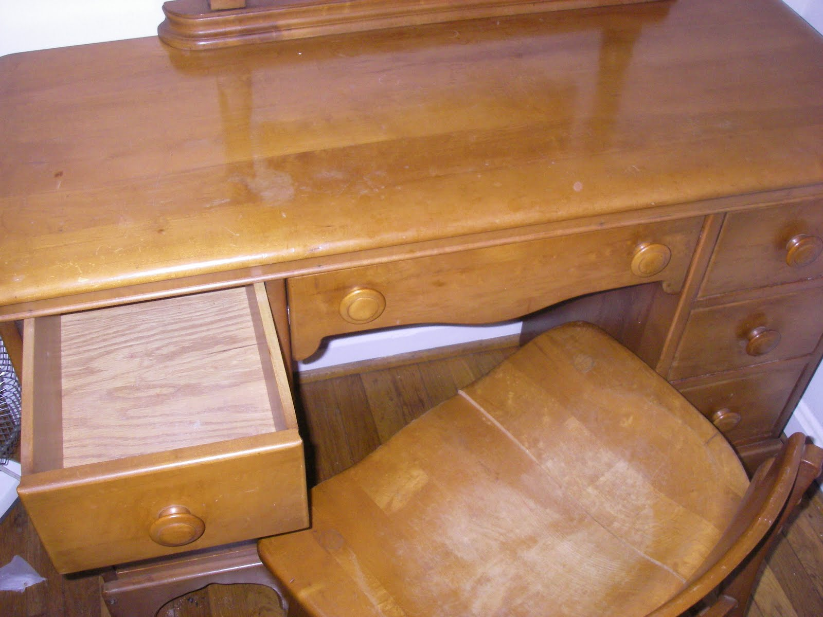Yard sale furniture estate sale vanity maple 1950s for Furniture yard sale