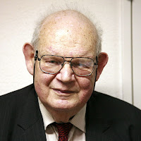 Photo of Benoit Mandelbrot - source Wikipedia