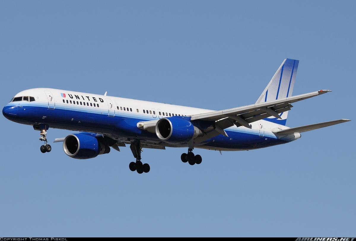 Passageiro tenta fumar em banheiro de avião e causa confusão nos EUA #0E49AF 1200 812
