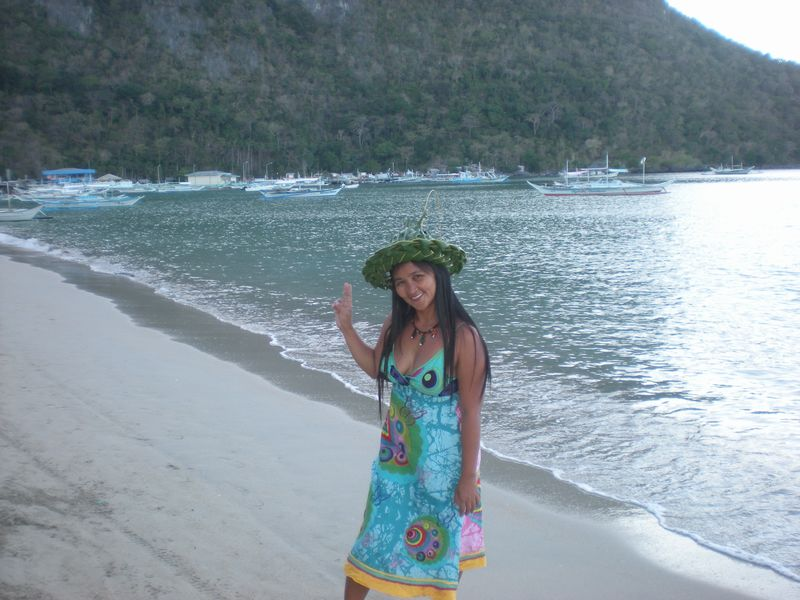 www.ephotos.in: Filipino Girls having a picinic on the Beach