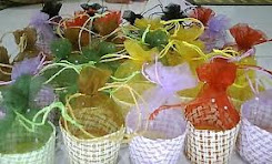 Muffin for door gift with colourful net..