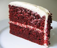 Red velvet cake wth frosting (chesse or b/cream).