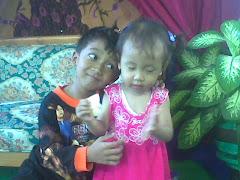 Habibul 'Izzi Al-Arifi  dengan adiknya