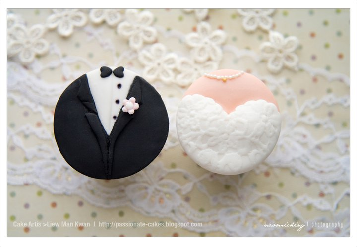 PassioNate Cakes Wedding Cupcakes With Bride And Groom