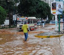 Inundaciones de algunas vías principales el 20-11-2008