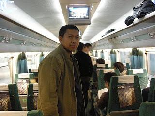 Di Dalam Gerbong Kereta KTX Korea