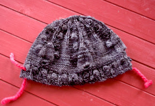 Droplet hat in Aracunia Nature Wool