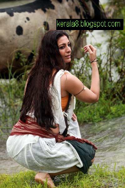 http://2.bp.blogspot.com/_I6DqQLC4NMU/TS2c3jb1-nI/AAAAAAAAHF0/4U_RWxOZ8QE/s1600/urumi_malayalam_movie_stills_pics_03.jpg