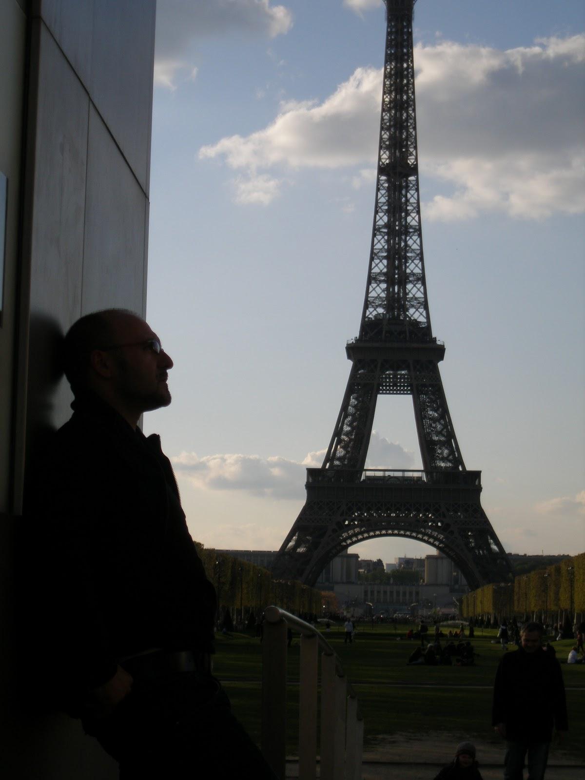Ayer es historia ma ana es un misterio hoy es un regalo for Quien hizo la torre eiffel