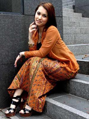 Photo Miyabi Pakai Kebaya