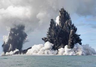 Foto dan Video Gunung Berapi Bawah Laut Sulawesi