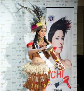 Qory Sandioriva, Show Exotic With Papua Costume