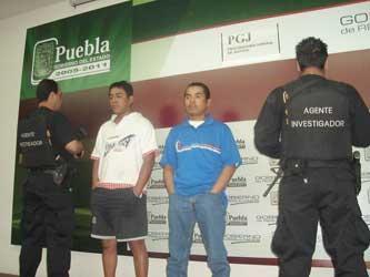 Detienen a dos presuntos asalta-cuentahabientes