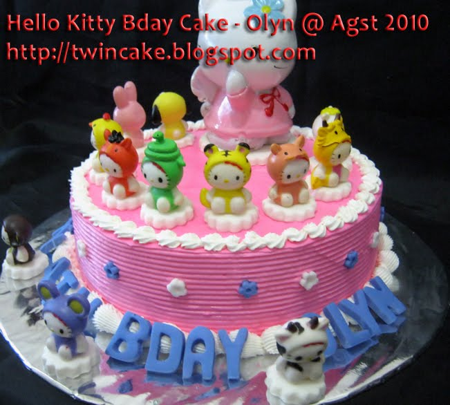 Kue Ulang Tahun Hello Kitty http://twincake.blogspot.com/2010/08/hello-kitty-birthday-cake-olyn.html