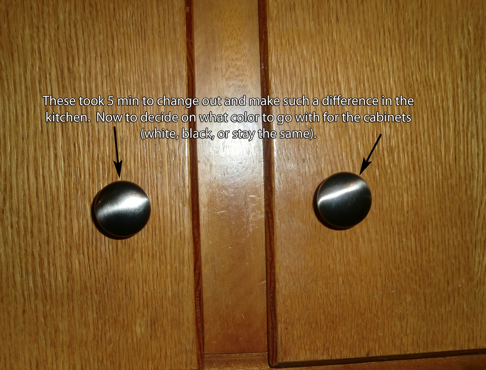 Kitchen Cabinets with Knobs