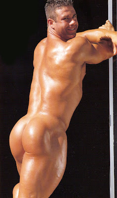Nude bodybuilder showing ass