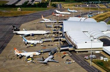 """A imagem """"http://2.bp.blogspot.com/_IEJ3-_kC6JI/Se_Z-Mi8y3I/AAAAAAAAOAQ/-AYBmizbHko/s400/aeroporto-de-fortaleza.jpg"""" contém erros e não pode ser exibida."""