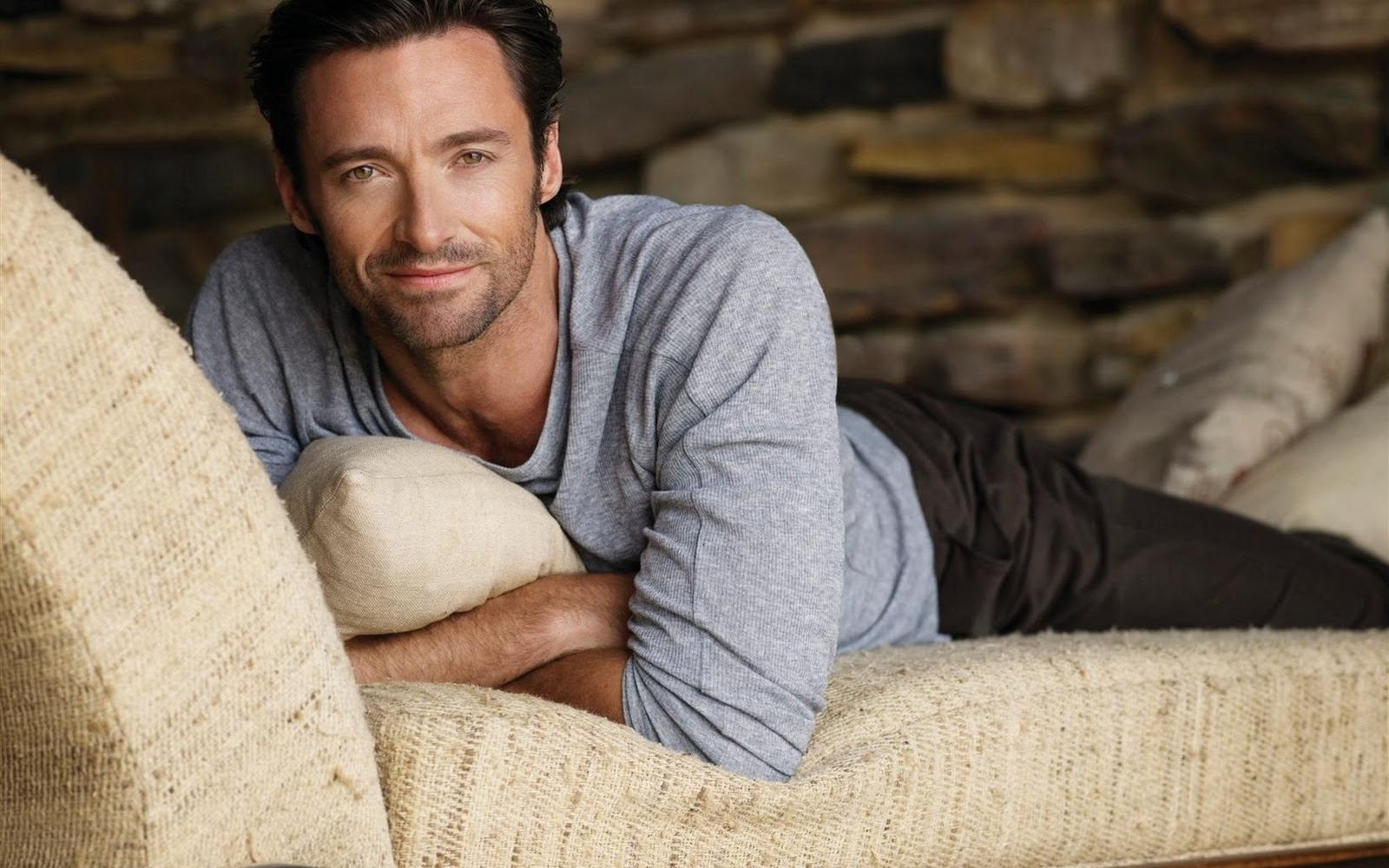http://2.bp.blogspot.com/_IFSoqaK8ZvI/TS7Jf9mmrRI/AAAAAAAAANw/3169inyhHW8/s1600/Men_Male_Celebrity_Beautiful_Hugh_Jackman_023124_.jpg