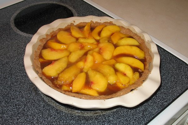 Healthy Peach Pie made without cooking the peaches