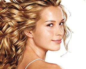 Cada vez más mujeres deciden teñirse el pelo en casa, porque es más