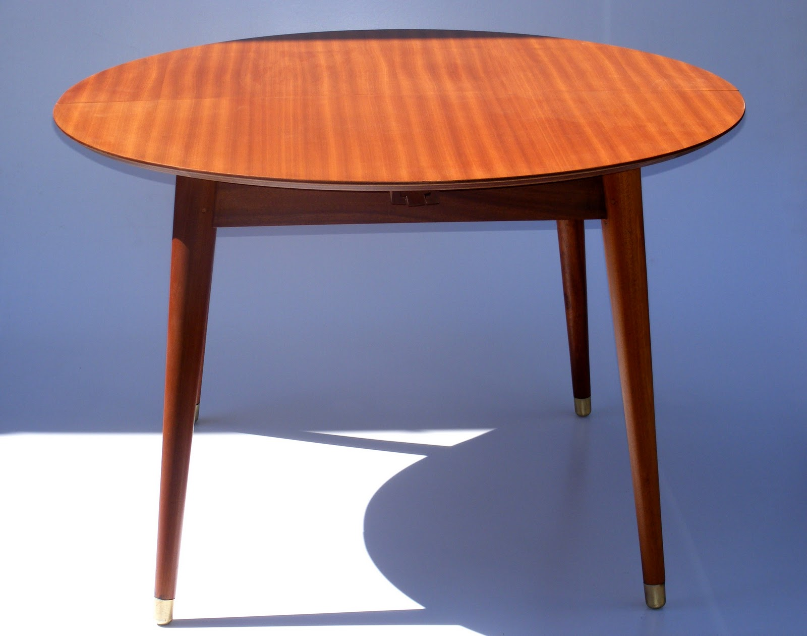 Vamp furniture new stock at vamp this week for Table extensible 4 a 6 personnes