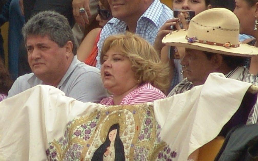 [FOTO+PACO+CABRERA+EN+BARRERA+CON+SEÑORA]