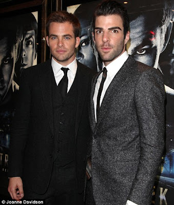 Is Zachary Quinto Gay + Underwear Photos