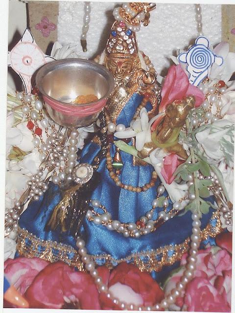[Santhana+lakshmi.jpg]