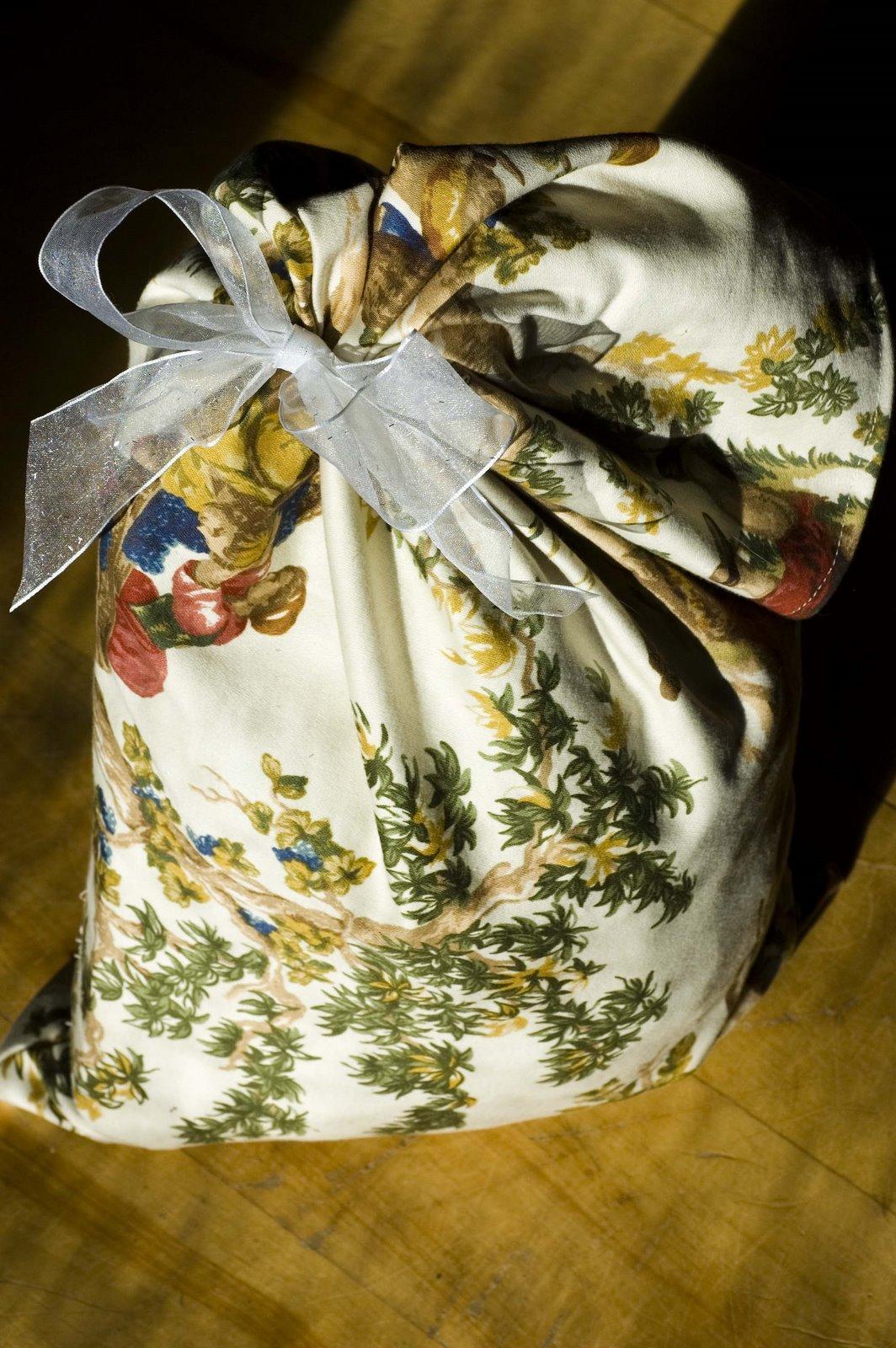 [reusable+giftwrap.]