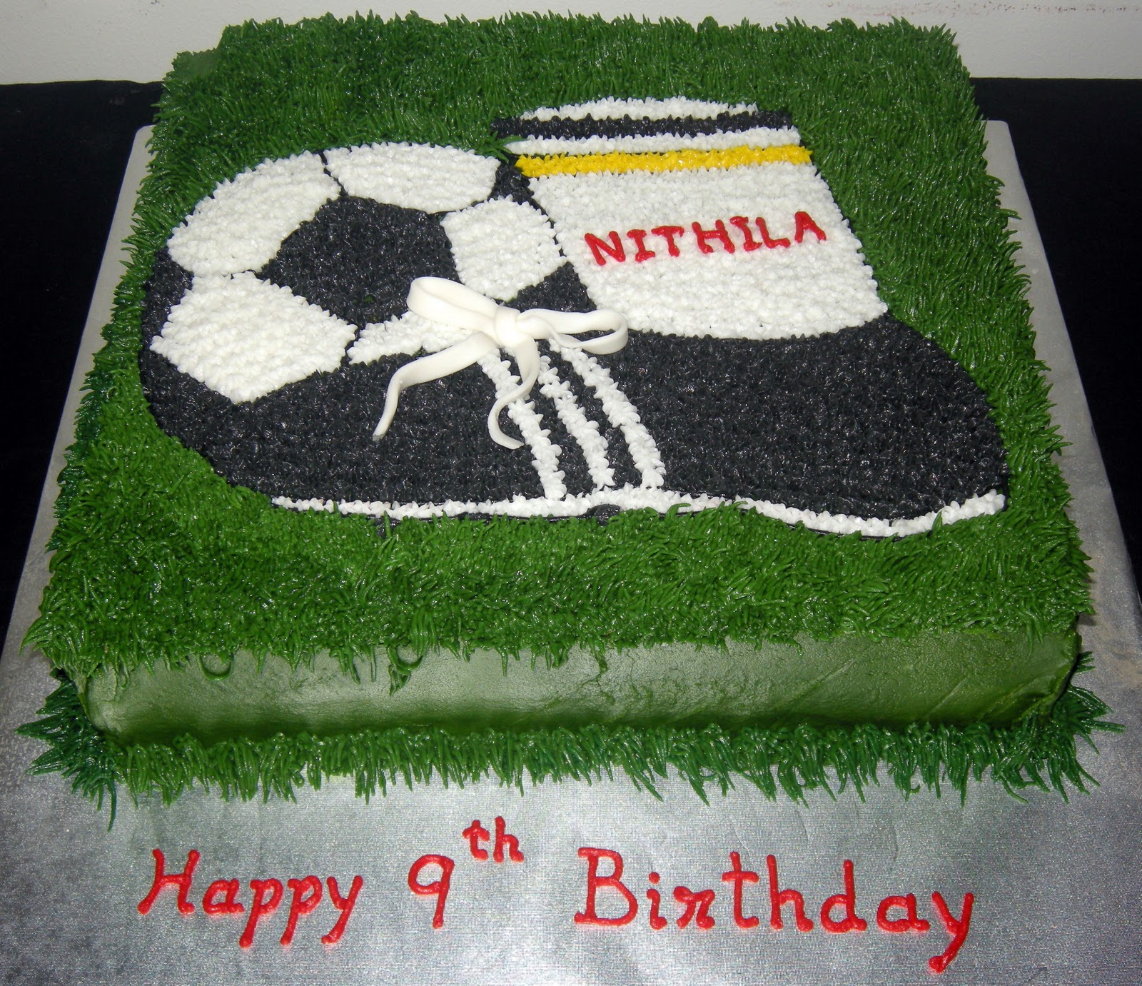 Football Themed Cakes http://harshicakes.blogspot.com/2011/01/football-theme-cake.html