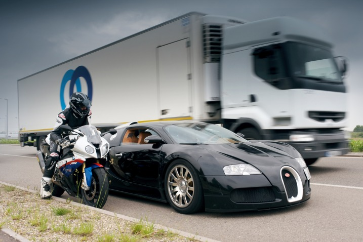 bugatti veyron vs bmw s 1000 rr latest automotive news car shows prices wall papers spy. Black Bedroom Furniture Sets. Home Design Ideas