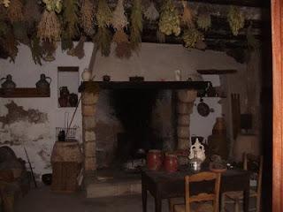 Castillo medieval de grisel hotel literario con encanto - Cocinas castillo ...