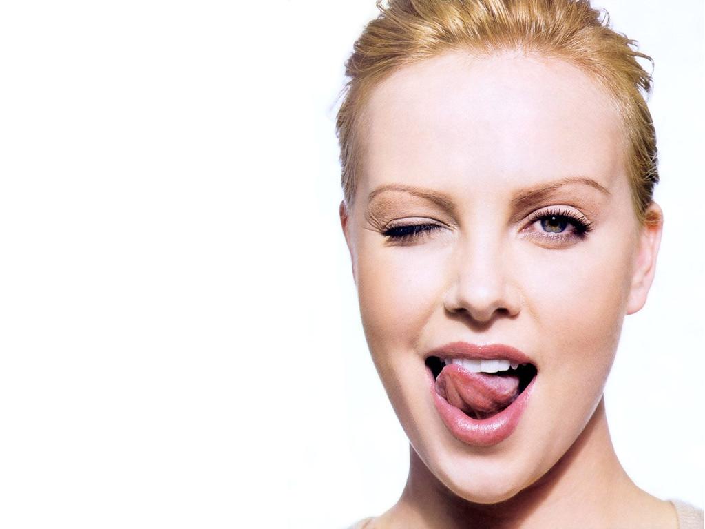 http://2.bp.blogspot.com/_IOG06y2cq4o/TGs89dL3_BI/AAAAAAAALt8/gI91F60r6BQ/s1600/Charlize+Theron+2.jpg